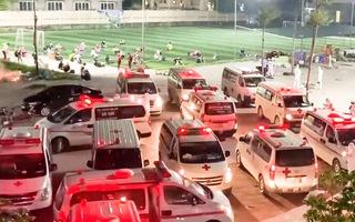 Video: Hàng trăm chuyến xe cứu thương đưa 3.000 công nhân đi cách ly ở Bắc Giang