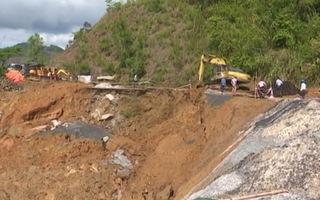 Video: Mưa lớn gây sạt lở đường nghiêm trọng ở Đắk Lắk