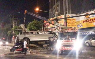 Video: Lật xe cứu thương chở mẹ về quê mai táng, con trai đi cùng nguy kịch