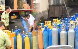 Video: 110 bình khí cười bị 'vịn' khi đang trên đường vào Nam tiêu thụ
