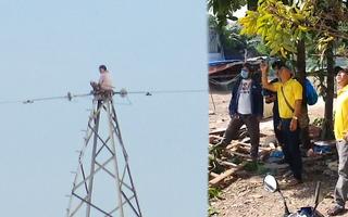 Video nóng: Đang giải cứu người phụ nữ leo lên cột điện cao thế khoảng 100m ở TP Thủ Đức