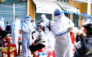 Video: Xét nghiệm hơn 400 tiểu thương do có nữ nhân viên massage mắc COVID-19 đi chợ