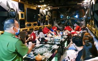 Video: 'Phớt lờ' lệnh cấm karaoke, Chủ tịch UBND TP.HCM đề nghị rút giấy phép kinh doanh