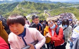 Video: Dòng người đổ về Vạn Lý Trường Thành giữa lúc thế giới đang vật lộn với đại dịch COVID -19