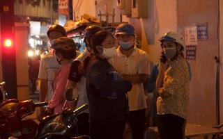 Video: Thân nhân tập trung trước nhà tang lễ mong nhận diện nạn nhân vụ cháy tại quận 11