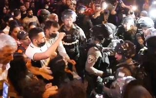 Video: Gần 200 người bị thương trong vụ đụng độ ở Jerusalem