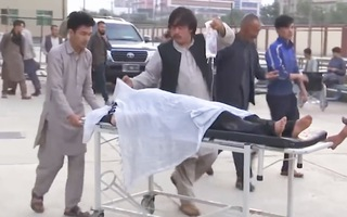 Video: 40 người chết, hàng trăm nữ sinh bị thương sau vụ nổ trường học tại Afghanistan