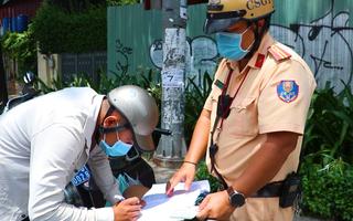 Video: CSGT TP.HCM xử phạt người không mang khẩu trang