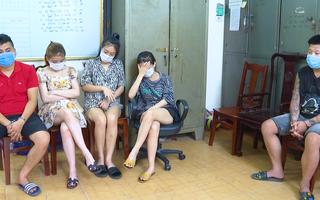 Video: Điều tra vụ quán karaoke cho 40 nam nữ 'bay lắc' trong lúc dịch căng thẳng