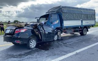 Video: Xe ô tô con lấn làn, tông trực diện xe tải làm 3 người chết
