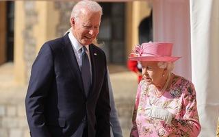 Video: Tổng thống Joe Biden nói Nữ hoàng Anh giống mẹ của mình vì sự bao dung