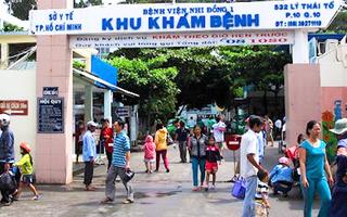 Video: Người bán hàng trước cổng Bệnh viện Nhi đồng 1 và người nhà mắc COVID-19
