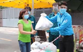 Video: Đi chợ giùm người dân mùa COVID-19