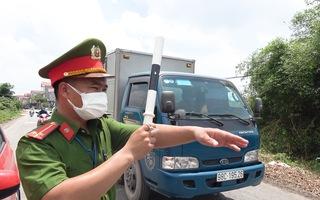 Video: Bắc Giang xét nghiệm nhanh COVID-19 cho tài xế, thương lái thu mua vải