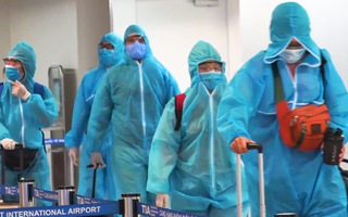 Video: Hai khách đi cùng tuyển Việt Nam từ UAE về nước mắc COVID-19