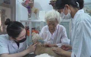 Góc nhìn trưa nay   Phòng khám thú y đặc biệt của bà giáo 88 tuổi