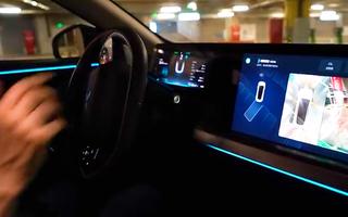 Video: Ô tô điện thông minh tự lái vào chỗ đỗ, tài xế nhàn tênh