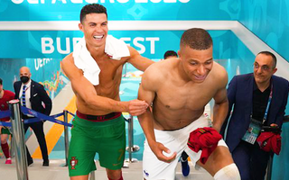 Video: Ghi 2 bàn vào lưới tuyển Pháp, Ronaldo chạm cột mốc mới trong sự nghiệp