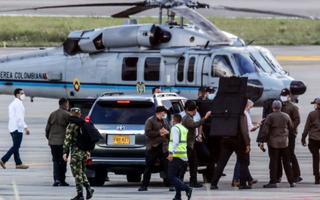 Video: Chi chít vết đạn bắn vào trực thăng chở Tổng thống Colombia