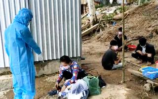Video: 5 người từ Campuchia nhập cảnh trái phép về Việt Nam, 1 người dương tính COVID-19