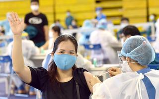 Video: Người tiêm vắc xin phòng COVID-19 chỉ cách ly tập trung 7 ngày