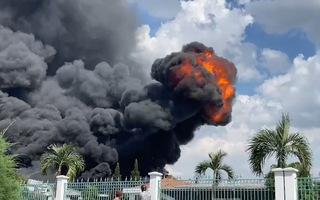 Video: Nổ lớn, cột lửa bốc cao trong khu xưởng của một công ty ở khu công nghiệp Long Bình