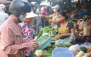 Video: Hàng hóa về chợ dồi dào, giá bán ổn định