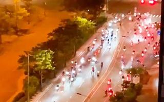 Video: 'Quái xế' chặn đường, quậy tưng ở quận 7 lúc giữa đêm