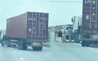 Video: Tài xế xe container đánh võng trên quốc lộ 5 để trốn chạy CSGT