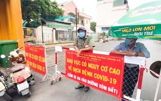 Video: Đóng cửa chợ Bình Thới từ giữa đêm do có người phụ bán hàng mắc COVID-19