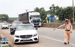 Video: Nhiều tài xế quay đầu xe khi biết vào Bình Phước phải tự cách ly 21 ngày