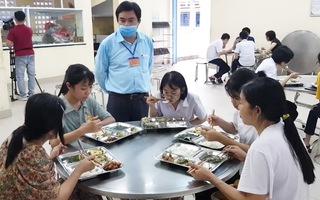 Video: Thí sinh, phụ huynh được ăn ở miễn phí tại điểm thi vào lớp 10 đặc biệt ở Huế