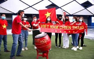 Nóng: CĐV Việt Nam đã vào sân cổ vũ cho thầy trò HLV Park Hang Seo