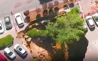 Video: 'Hố đen' nuốt chửng hàng chục ôtô tại một bệnh viện ở Jerusalem