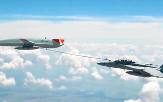 Video: Máy bay không người lái lần đầu tiếp nhiên liệu cho tiêm kích Mỹ