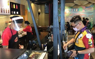 Video: Quán xá ở Đà Nẵng xôm tụ trở lại sau hơn 1 tháng ngừng hoạt động