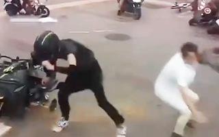 Video: Gió mạnh kỷ lục 'bứng' nhiều xe, công trình ở Trung Quốc