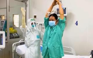 Video: Chiến sĩ công an quận Tân Phú mắc COVID-19 nặng đã hồi phục sau 23 ngày điều trị
