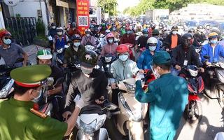 Video: Sáng 10-7, chốt kiểm soát tại Gò Vấp bị ùn tắc