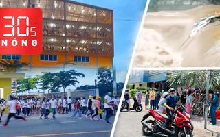 Bản tin 30s Nóng: Vận động công nhân Bàu Bàng đi xét nghiệm; Lũ nuốt tàu thuyền; Xếp hàng trước siêu thị