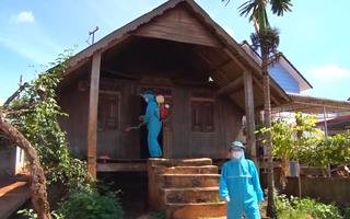 Video: Nhân viên du lịch test nhanh ở TP.HCM âm tính, về Đắk Nông mắc COVID-19