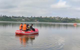 Video: 4 bạn nhậu rủ nhau lái xuồng máy ra giữa hồ dạo chơi, một người đuối nước tử vong