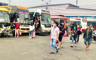 Video: Bố trí xe miễn phí, tặng thêm 500 ngàn đồng cho người Đà Nẵng ở TP.HCM về quê tránh dịch