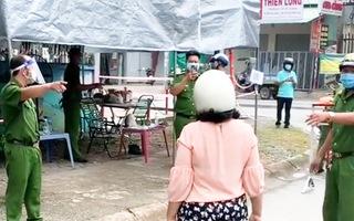 Video: Người phụ nữ 'gây rối' tại chốt kiểm dịch phường Tân Phú