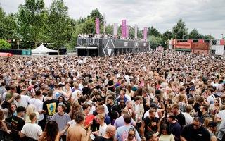 Video: Hơn 1.000 người mắc COVID-19 sau khi tham gia lễ hội ngoài trời ở Hà Lan