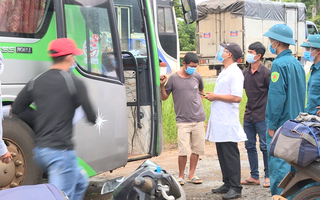 Video: Bất chấp lệnh cấm, xe khách giường nằm vẫn nhồi nhét 60 người từ vùng dịch về Đắk Lắk