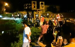 Video: Hàng trăm người trắng đêm tìm hai chị em bị cuốn trôi trên kênh thủy lợi