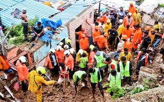 Video: Thành phố tài chính lớn thứ 3 Ấn Độ mênh mông nước vì mưa lũ, sạt lở đất