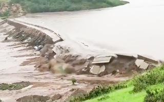 Video: Hai con đập ở Trung Quốc bị vỡ sau mưa lớn, hơn 16.000 người bị ảnh hưởng