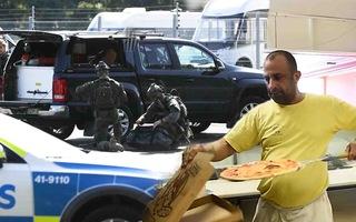 Video: Tù nhân bắt bảo vệ nhà giam làm con tin, đòi chuộc bằng 20 bánh pizza